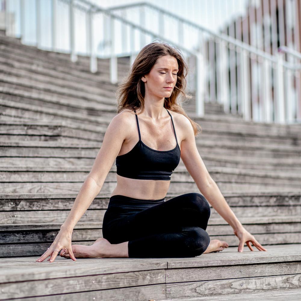 Zenspotting Sabrina Yin Yoga Dehnung